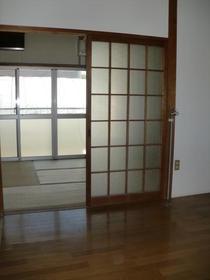 窪田ハイツ  106号室のリビング