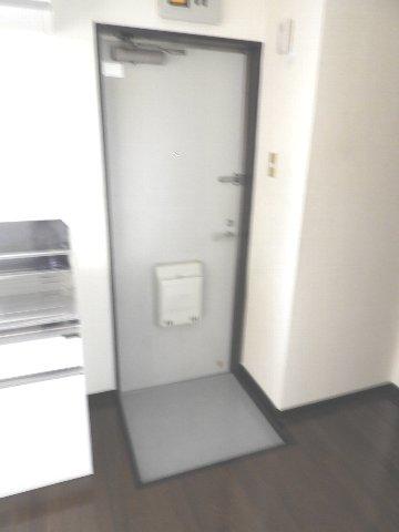 マギーハイツ 202号室の玄関