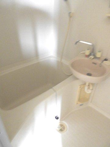 マギーハイツ 202号室の風呂