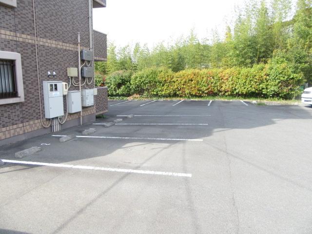 Sentiero杉谷 102号室の駐車場