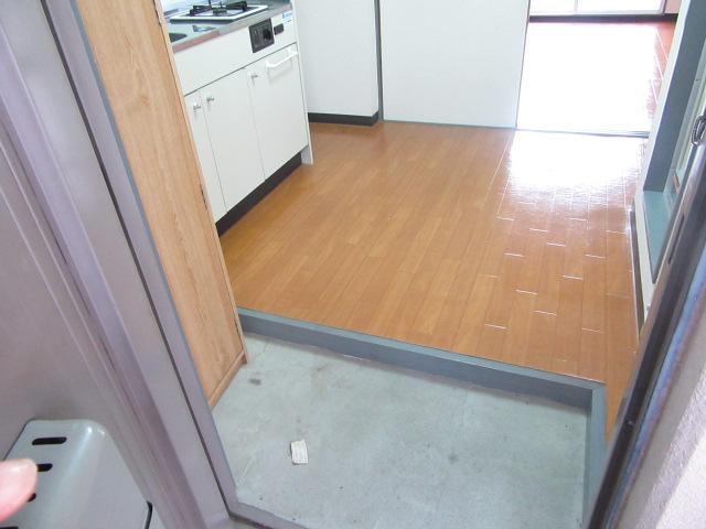 ブルースカイ 205号室の玄関