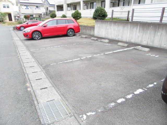 バン フーユ 203号室の駐車場
