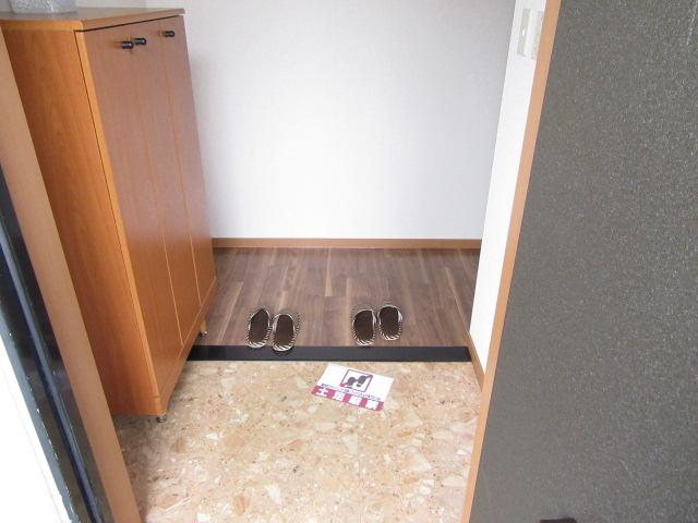 バン フーユ 203号室の玄関