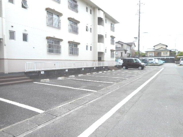 武藤ハイツⅠ 205号室の駐車場