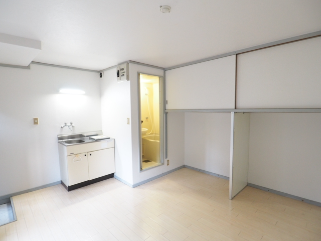 新守山カジウラマンション 1C号室のリビング