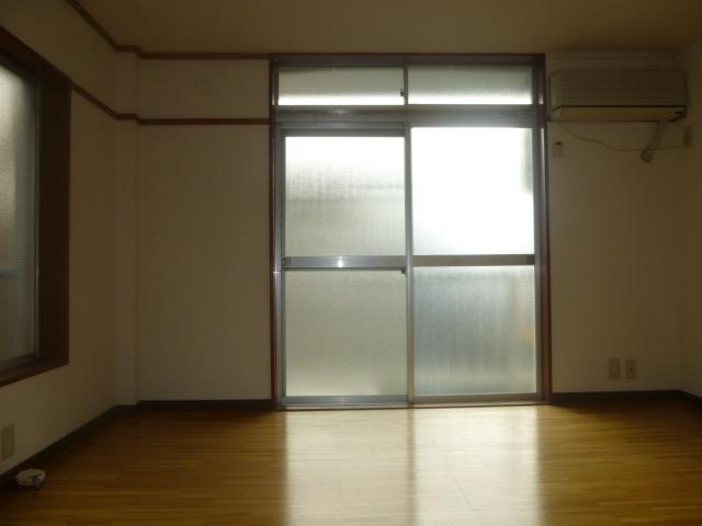 ワンステップ保木間 201号室の居室