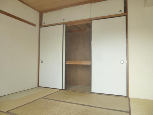 モアグレース竹ノ塚 302号室の居室