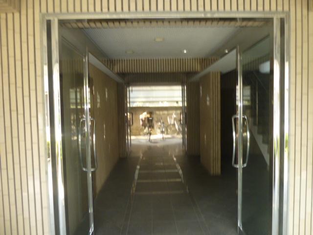 モアグレース竹ノ塚 302号室のエントランス