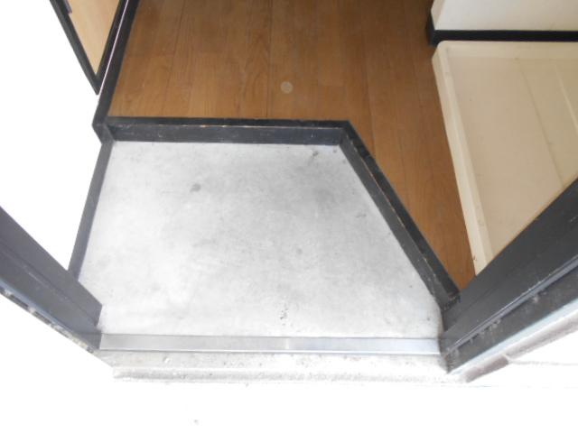 コ・クーン2宮子 106号室の玄関