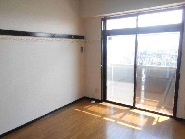 コ・クーン2宮子 202号室のリビング
