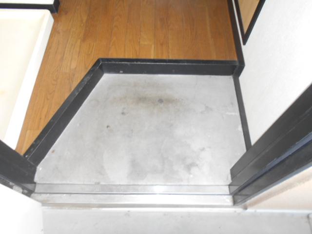 コ・クーン2宮子 202号室の玄関