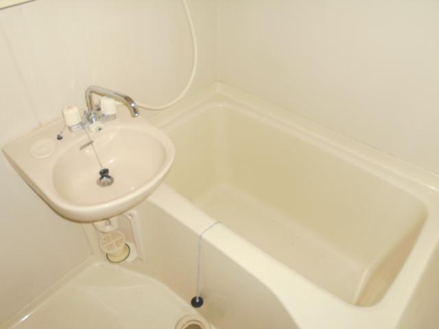 コ・クーン8連取 104号室の風呂