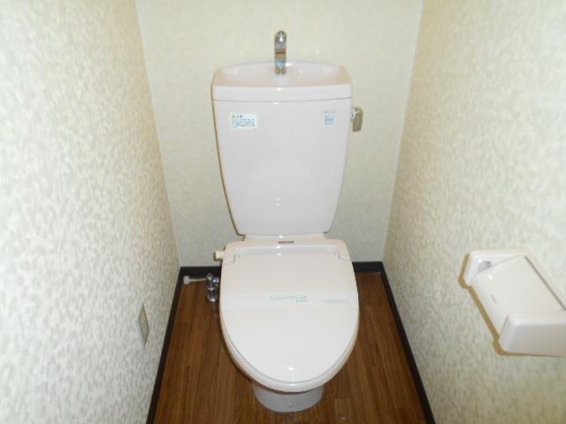 コ・クーン8連取 104号室のトイレ
