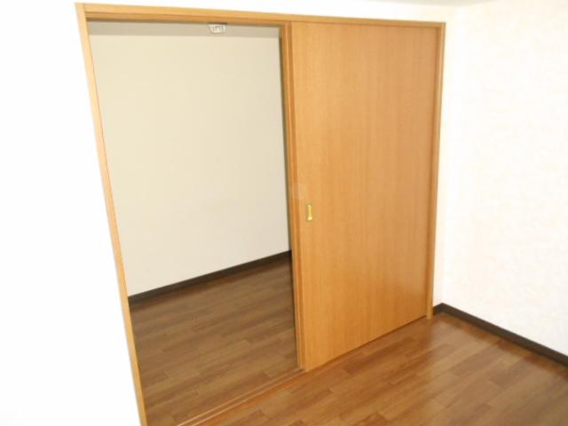 コ・クーン8連取 109号室の収納