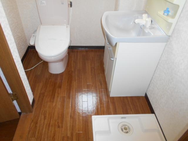 コ・クーン8連取 109号室の洗面所