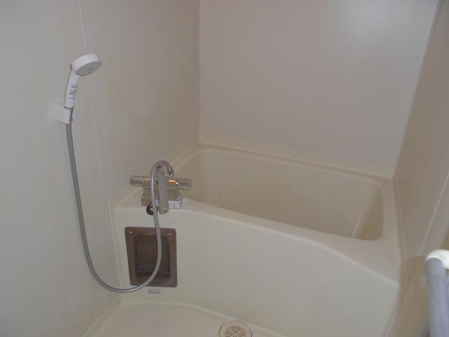 クリスタル童夢 202号室の風呂