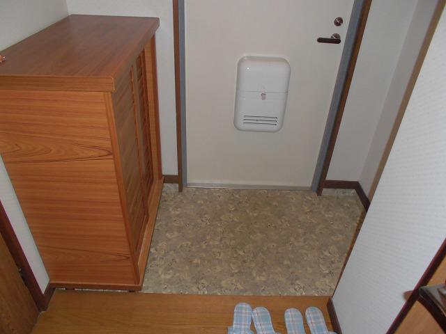 クリスタル童夢 202号室の玄関