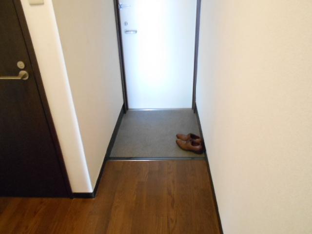 福王子マンション 303号室の玄関