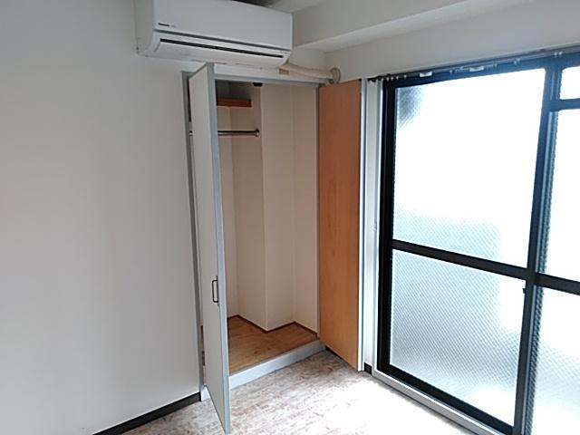 ロイヤルハイツ西沢 203号室の収納