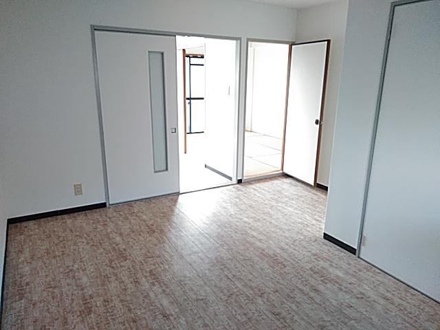 ロイヤルハイツ西沢 203号室のリビング