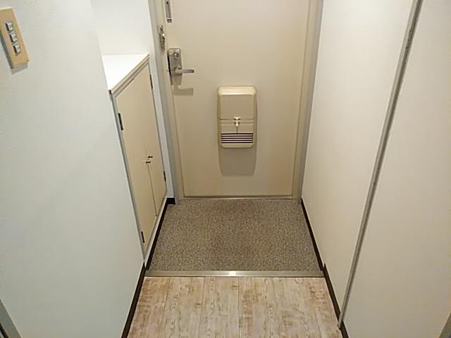 ロイヤルハイツ西沢 203号室の玄関