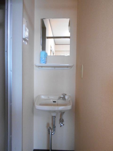 ル・松尾 402号室の洗面所