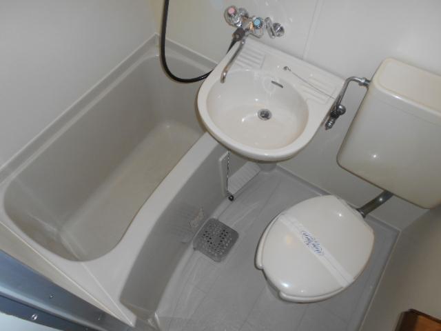 パラドール円町 207号室の洗面所