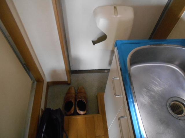 フルール御池 301号室の玄関