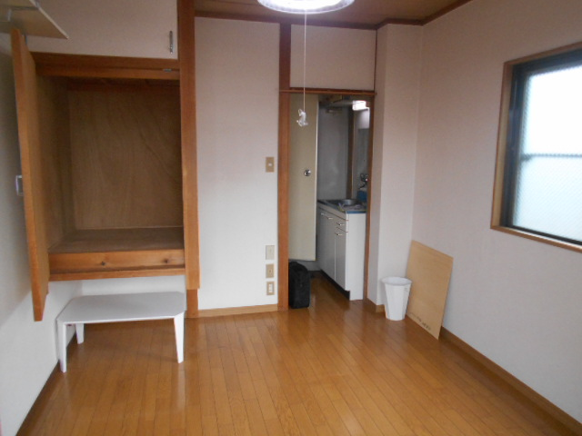 フルール御池 301号室のリビング