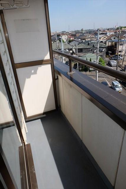 安武マンション駅東 501号室のバルコニー