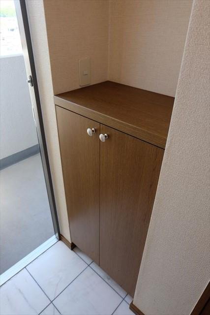 安武マンション城北 201号室の玄関