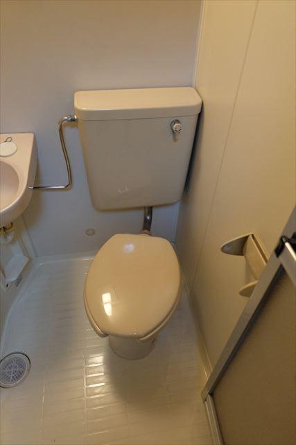 シティーペンション片柳 204号室のトイレ