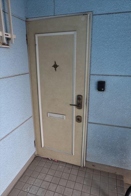 ロイヤルパレスⅡ 101号室の玄関