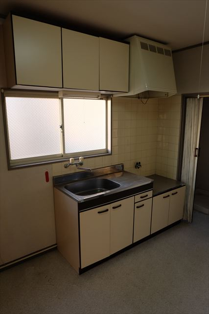 ロイヤルパレスⅡ 101号室のキッチン