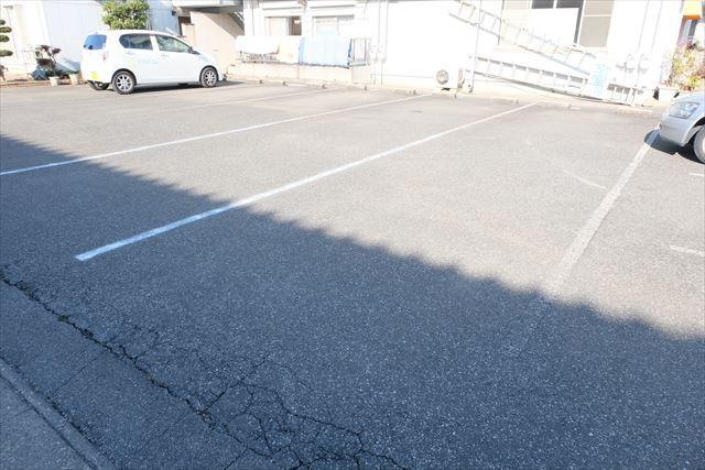 ハシモトハイツ 205号室の駐車場