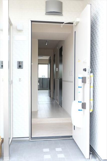 グレース エクセレンス 101号室の玄関