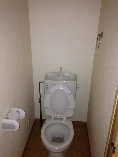 プライム植田 2F号室のトイレ
