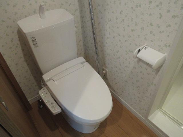 モンステラ妙蓮寺B 205号室のトイレ