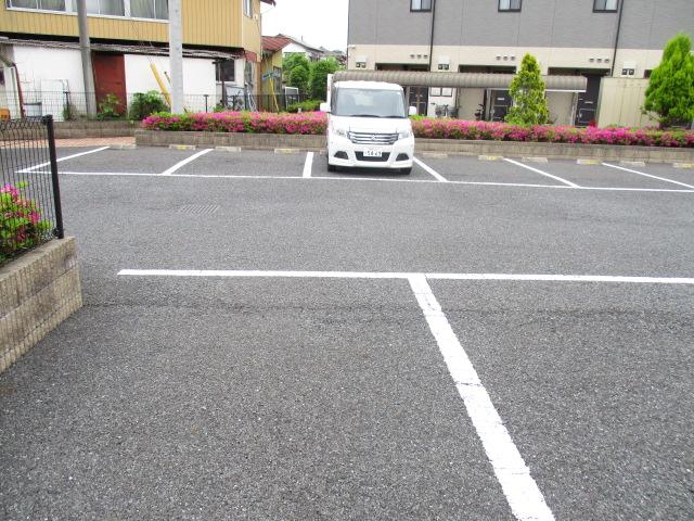 CREST VⅠ 103号室の駐車場