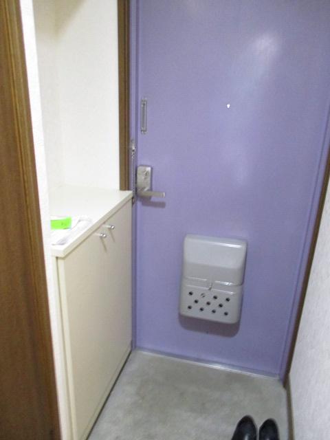 CREST VⅠ 103号室の玄関