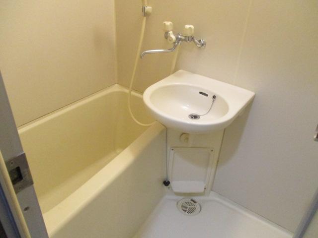 CREST VⅠ 103号室の洗面所
