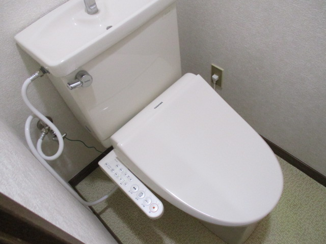 CREST VⅠ 103号室のトイレ