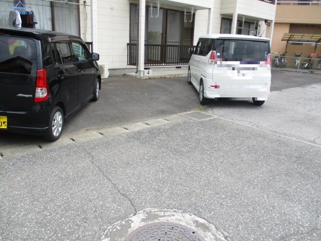 ノブレスコート 102号室の駐車場