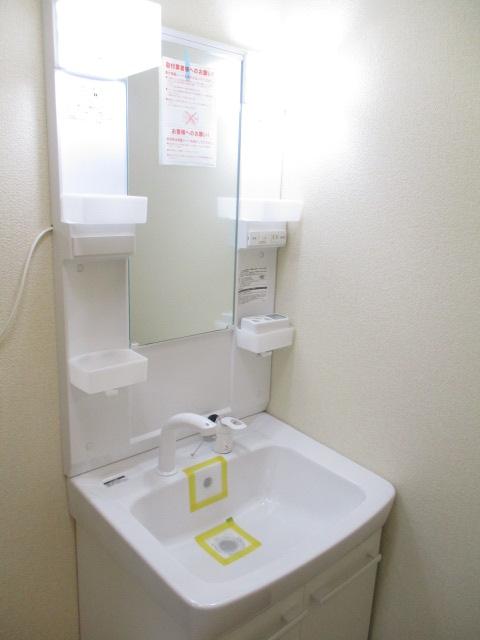 ノブレスコート 102号室の洗面所