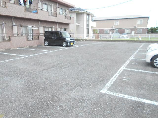プチメゾン・ハイジ 101号室の駐車場