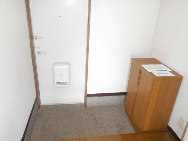 プチメゾン・ハイジ 101号室の玄関