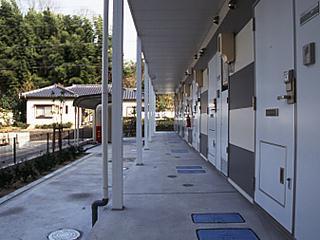 レオパレスリバーサイド室町 202号室のエントランス