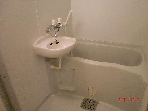 レオパレスリバーサイド室町 203号室の洗面所