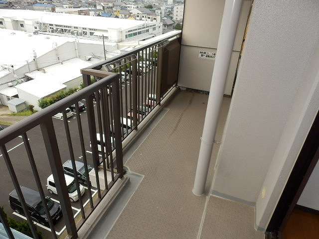 ネオシティ岡崎参番館 318号室のバルコニー