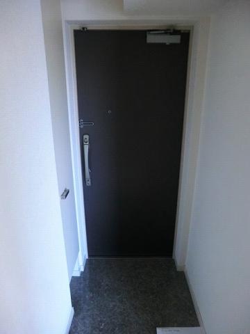 プレール・ドゥーク王子神谷 403号室の玄関
